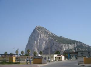 Gibraltar_Rock_and_border_crossing,_2005
