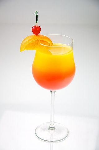 319px-Tequila_Sunrise_garnished_with_orange_and_cherry_-_Evan_Swigart