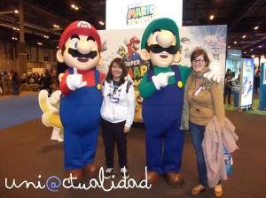 Mario y Luigi posando junto a @mrtta13 y @beaqueen93