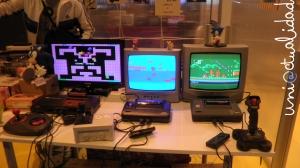 A la izquierda, la Sega Master System con el Bubble Bobble, y a la derecha dos Sega Master System II con Sony: The Hedgehog